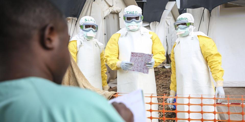 無國界醫生在剛果民主共和國曼吉納應對伊波拉疫情。©Carl Theunis/MSF