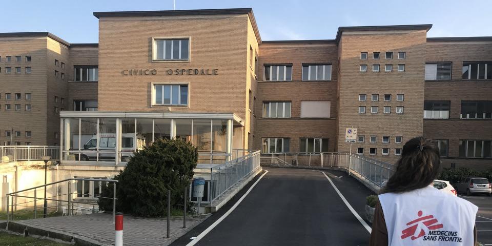 無國界醫生的護理師卡羅塔(Carlotta)在義大利洛迪省的醫院協助應對新冠肺炎疫情。©Lisa Veran/MSF