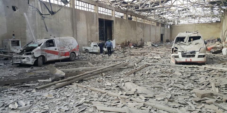 本照片攝於2016年12月。兩架救護車在敘利亞東古塔一次空襲中被炸毀。©MSF