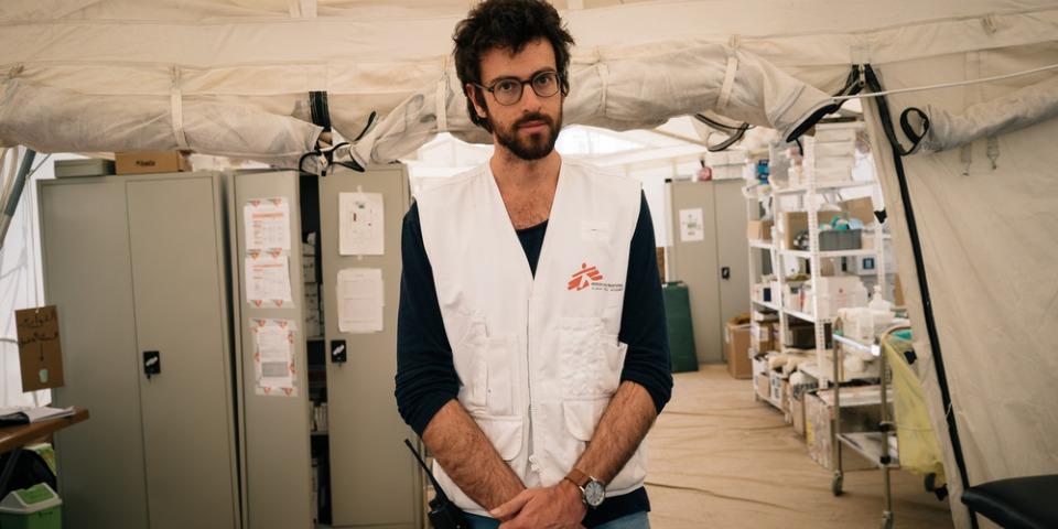 惠托爾(Jonathan Whittall)先前到伊拉克摩蘇爾參與無國界醫生的救援任務,見證了戰爭對人們造成的殘酷傷害。© Alice Martins