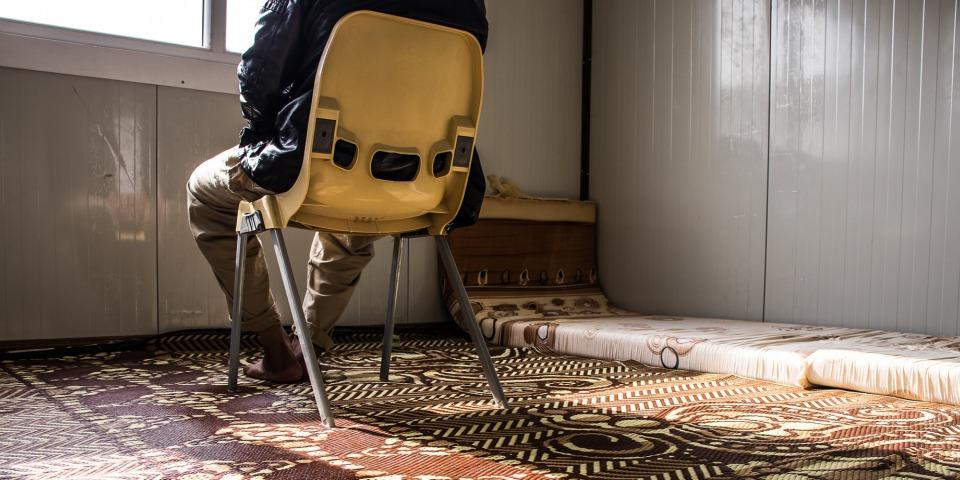 流離失所者阿米爾長期受憂慮及失眠困擾,現正接受無國界醫生的治療。©MSF/Sacha Myers