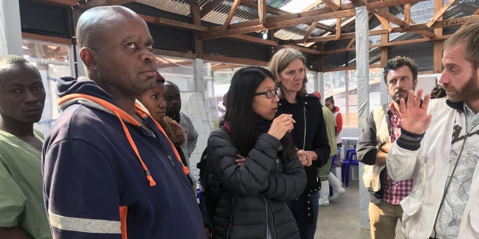 無國界醫生(國際)主席廖滿嫦醫生上月底到剛果民主共和國了解MSF在當地的伊波拉應對工作,其間,MSF位於卡特瓦和布騰博的伊波拉治療中心先後被攻擊,兩個中心的醫療工作最終被迫暫停。©Laurie Bonnaud/MSF