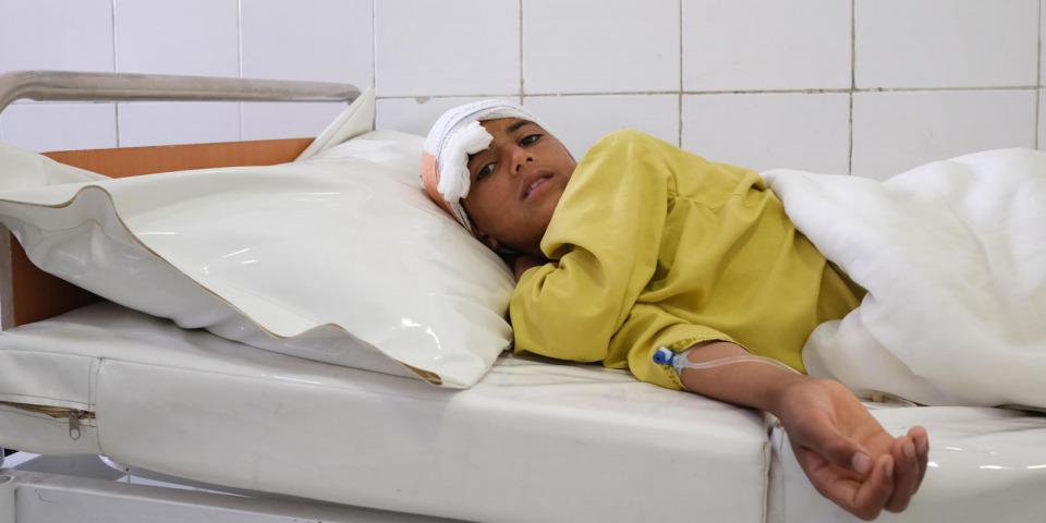 頭部受到槍傷的男孩在布斯特醫院接受治療。©MSF/Tom Casey