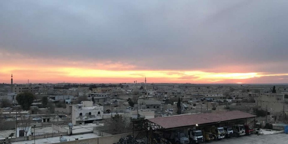 塔勒艾卜耶德的日落。 © Akin Chan