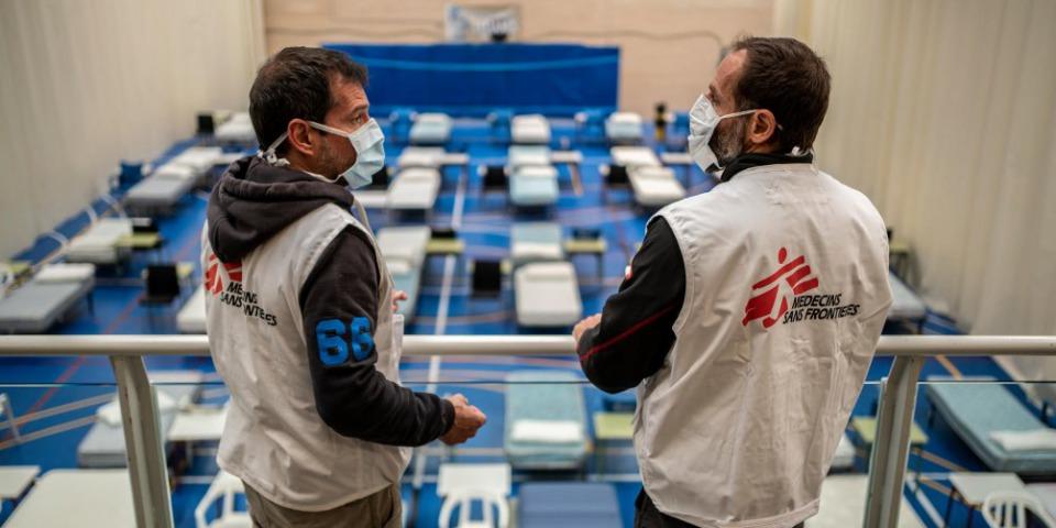 在西班牙萊加內斯體育館設立的臨時醫療設施,可提供120張病床。©Olmo Calvo / MSF