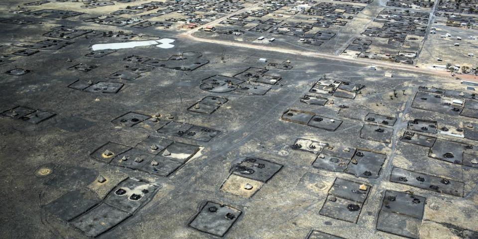 從空中俯瞰李爾(Leer)數十座被燒毀的屋子,攝於2014年。©Michael Goldfarb/MSF