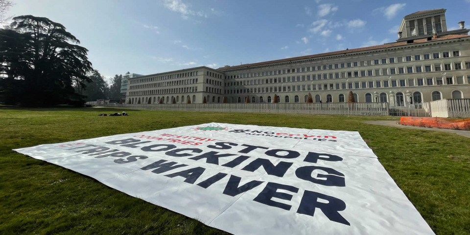 MSF在WTO前的布條,要求不再阻擋放棄壟斷議案。©Pierre-Yves Bernard