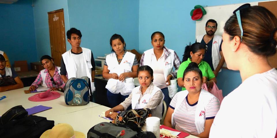 防治登革熱的健康推廣小組成員正接受物流培訓。©Yves Magat/MSF