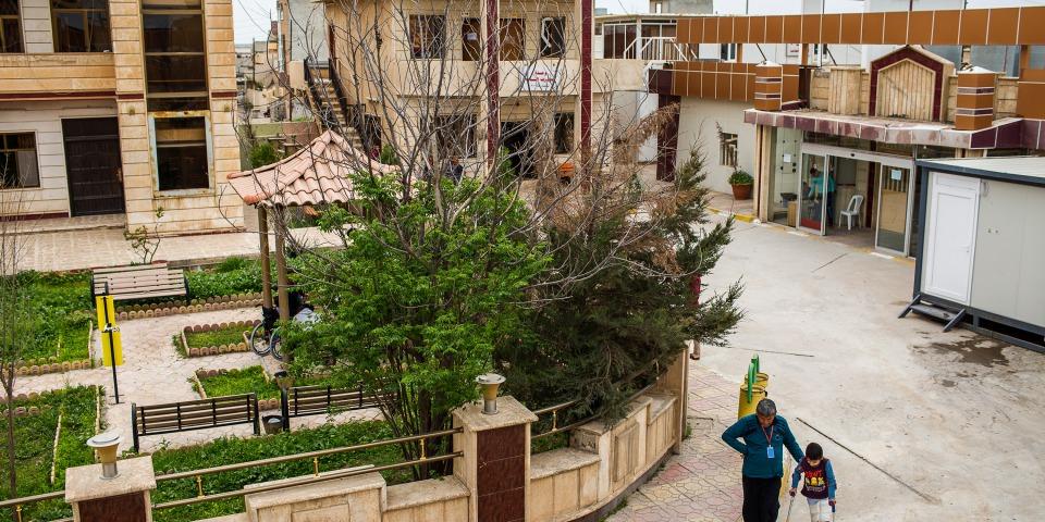無國界醫生在摩蘇爾以南的一個城鎮設立專門提供術後護理的醫院,支援戰爭傷者漫長的復建過程。© Diego Ibarra Sánchez/MEMO