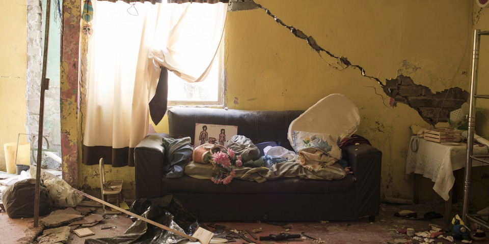 地震後房屋被嚴重損毀。© Jordi Ruiz Cirera