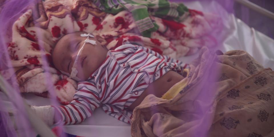 無國界醫生在孟加拉羅興亞難民營治理的大部分病人都是五歲以下。他們大多患有腹瀉、急性腹瀉、發燒和呼吸道問題。當地最近亦爆發麻疹。 ©Mohammad Ghannam/MSF