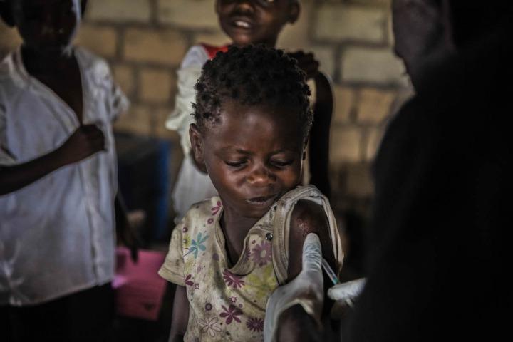 剛果的小朋友接種麻疹疫苗。©Juan Carlos Tomasi/MSF