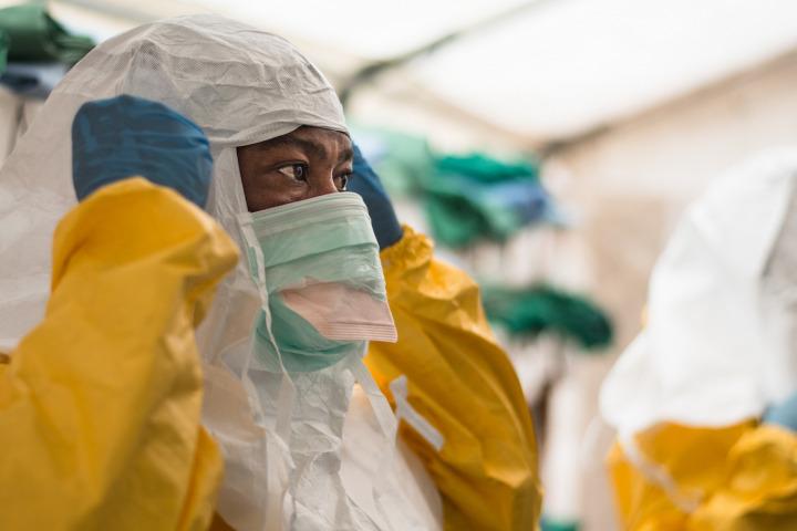 無國界醫生於2014年應對在剛果民主共和國爆發的伊波拉疫情。© Gabriele François Casini/MSF