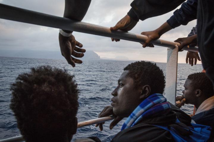2017年6月時身處無國界醫生搜救船Prudence上的獲救移民。© Andrew McConnell/Panos Pictures