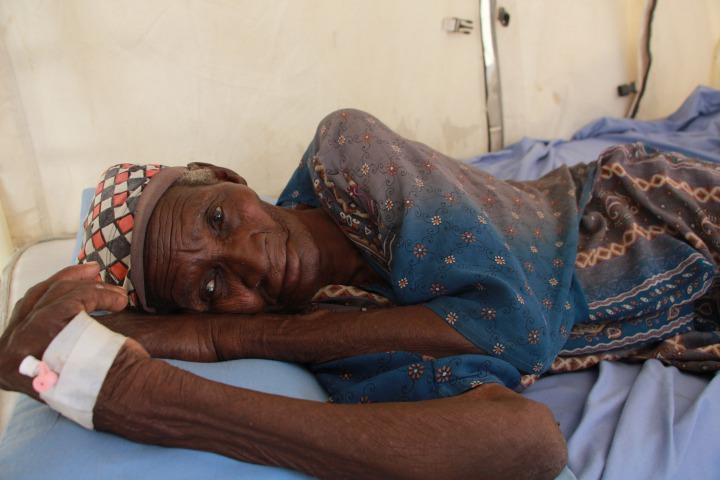 一名在無國界醫生位於普爾卡醫院中留院觀察的女病人 © Malik Samuel / Médecins Sans Frontières