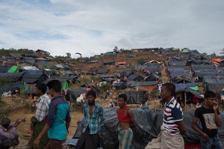 大批難民湧至,臨時營地滿佈山頭。© Antonio Faccilongo