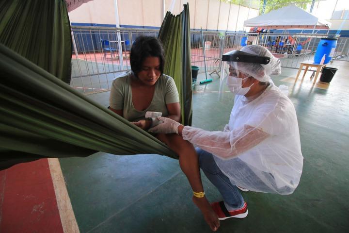 與瑪瑙斯 Manaus市政府合作,為瓦勞族 Warao的輕症新冠肺炎患者設立的隔離中心。