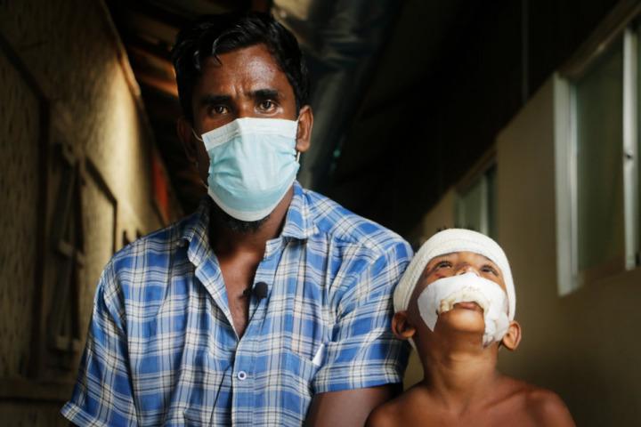 希迪格來自緬甸若開邦。他現與妻子及5名孩子同住科克斯巴扎爾區難民營。