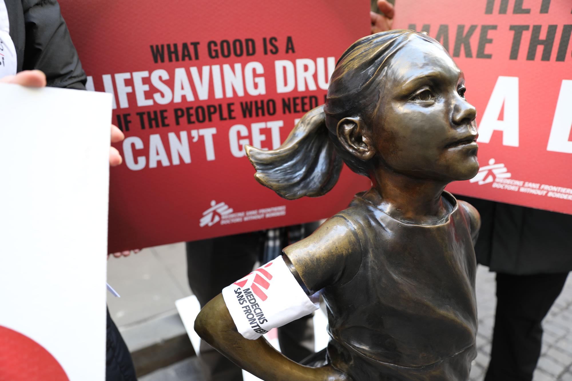 2020年1月在紐約的抗議行動,要求嬌生將結核病藥物降至合理價格。