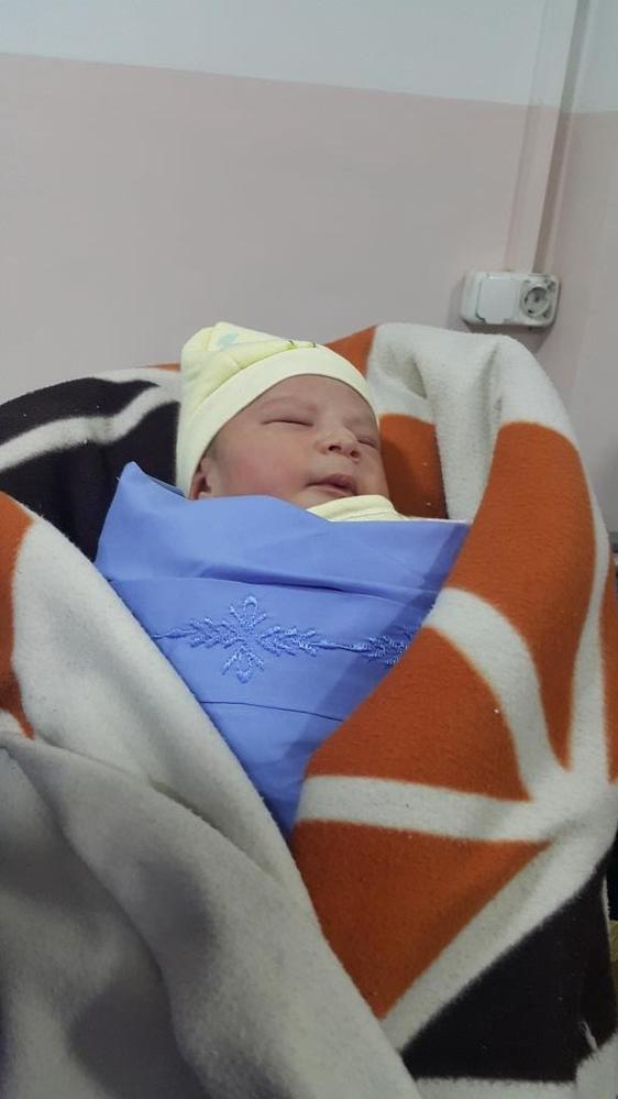 阿富汗喀布爾的產房裡,2019年的第二個新生命也緊隨其後。