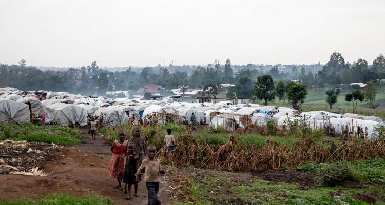 位於布尼亞鎮總醫院旁的國內流徙者營地。©Pablo Garrigos/MSF