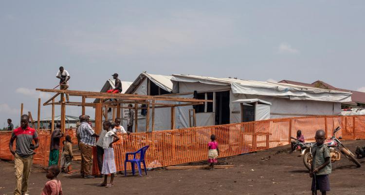 布尼亞鎮流徙者營地的醫療站。無國界醫生安排人手和藥物,支援當地衛生部門運作該醫療站。©Pablo Garrigos/MSF