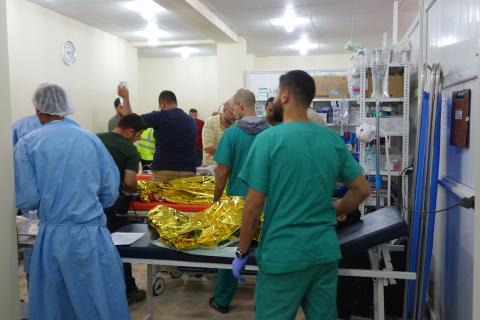 在西摩蘇爾無國界醫生的員工極其忙碌地治療病患