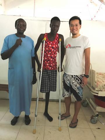 經過術後照護,Akok 的康復進度十分理想,又能用柺杖隨心所欲的四處走動。