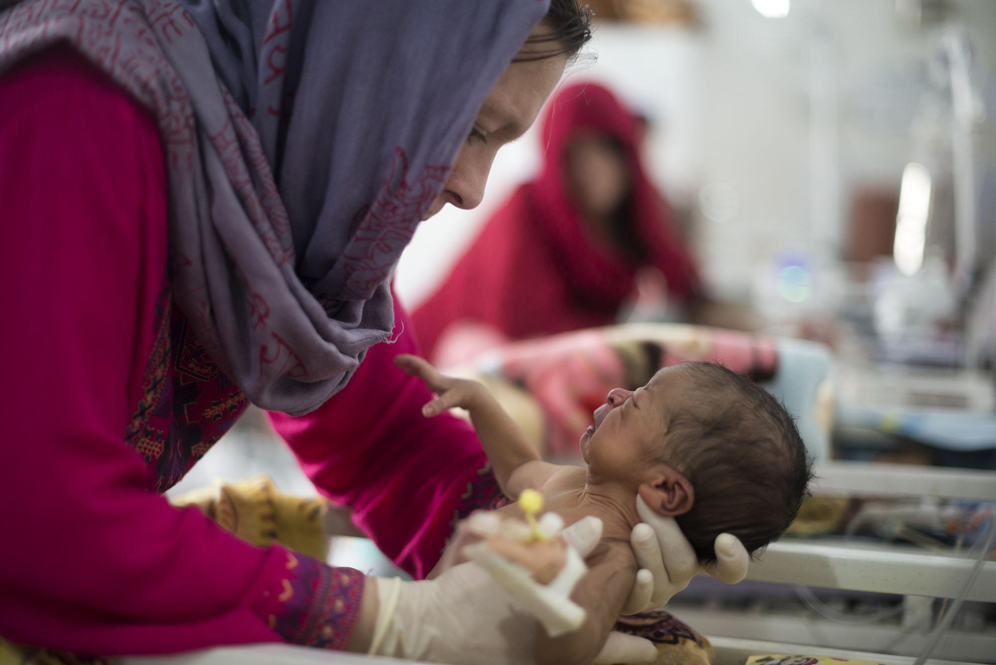 無國界醫生於霍斯特的產科醫院,提供免費和高品質的婦幼照護,以減低省內產婦死亡率。