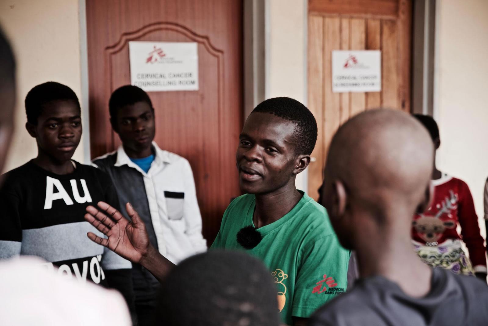 malawi-hiv-teenclub-1.jpg