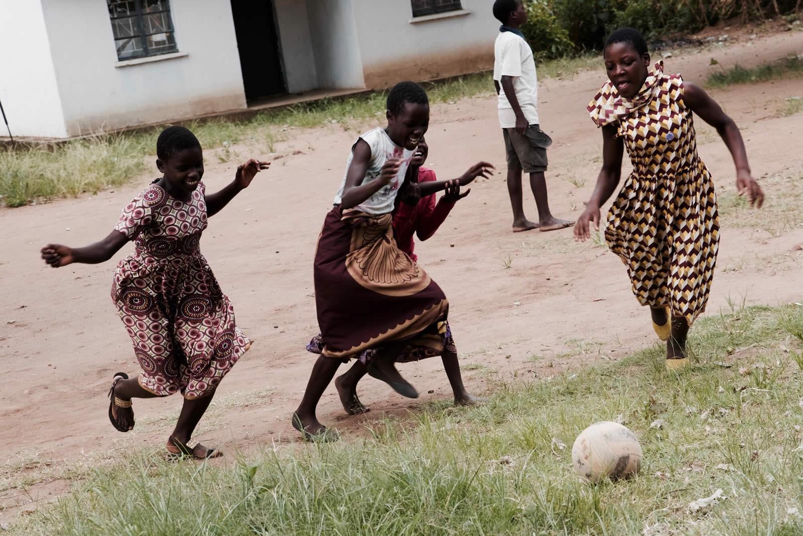 malawi-hiv-teenclub-2.jpg