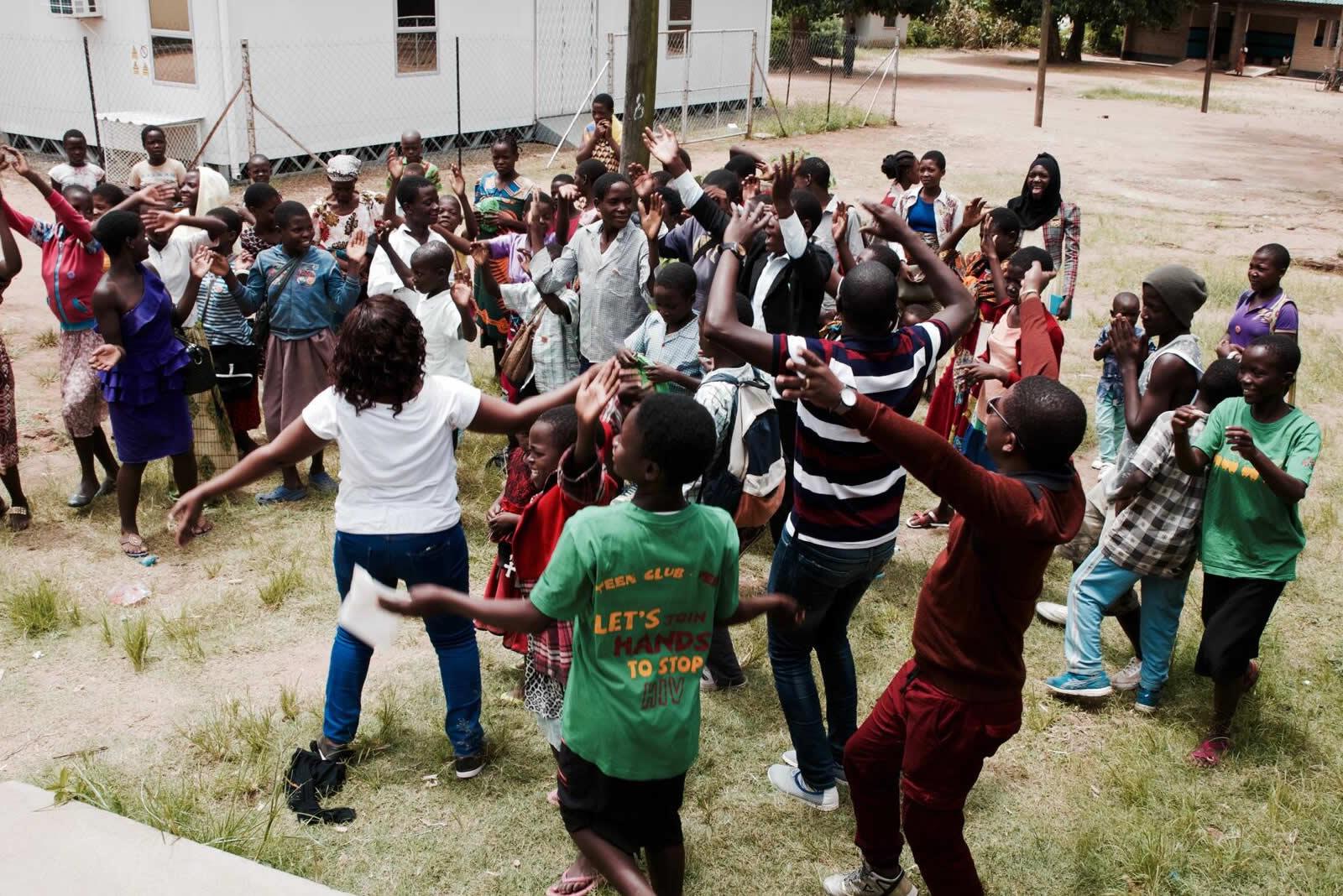 malawi-hiv-teenclub-3.jpg