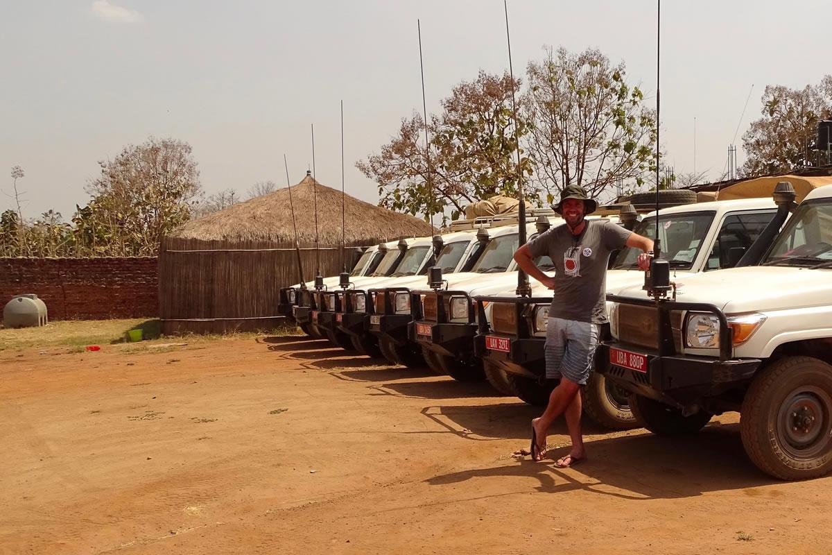 格蘭特與無國界醫生車隊。攝於永貝。