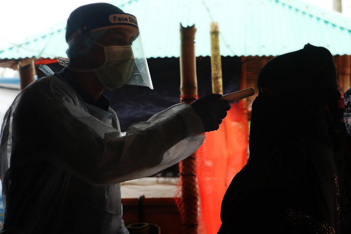 rohingya_3y-doctor.jpg