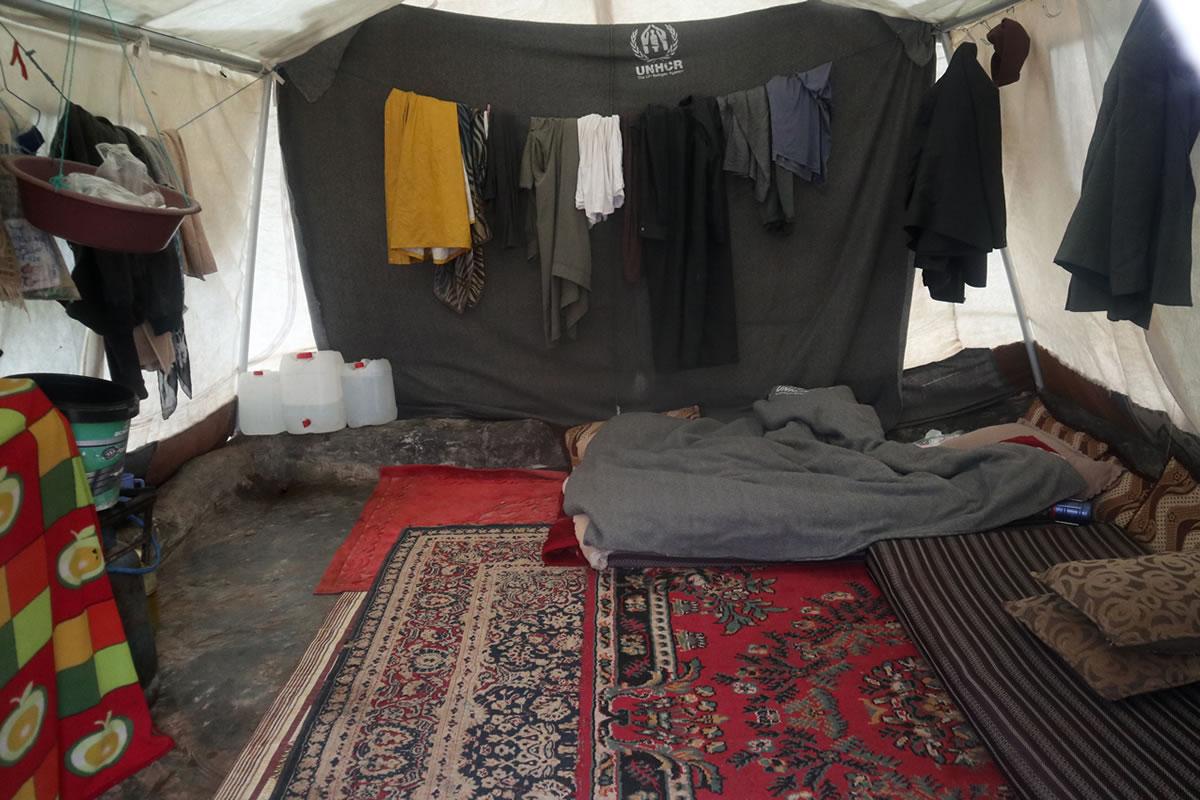 syria_displaced_7people_tent.jpg