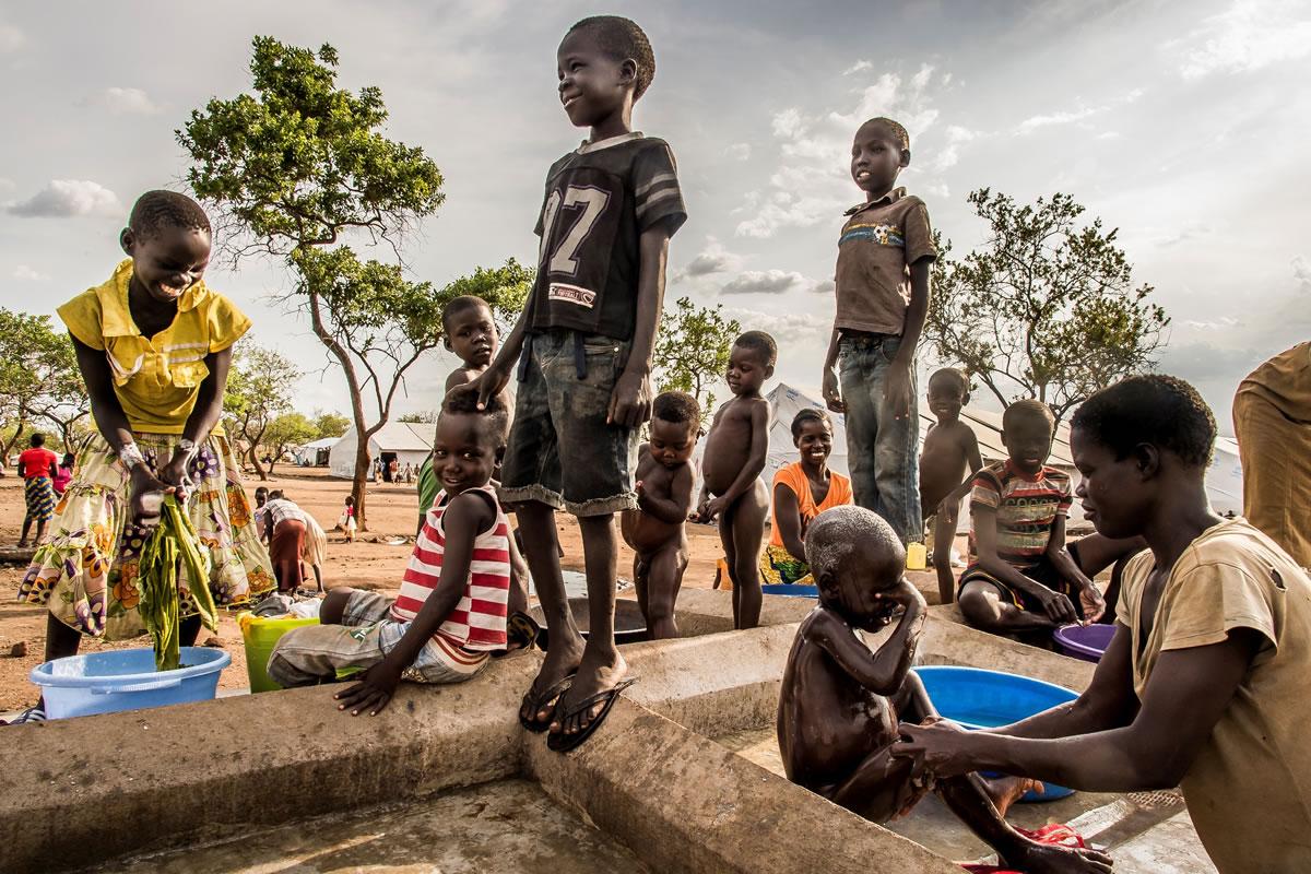 難民營設立了儲水區,可供洗衣、提取食水和如廁。© Frederic NOY/COSMOS