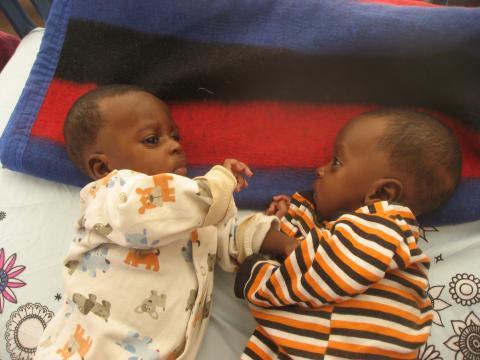 第一批住院病人之中,就有一對營養不良的年幼雙胞胎兄弟。