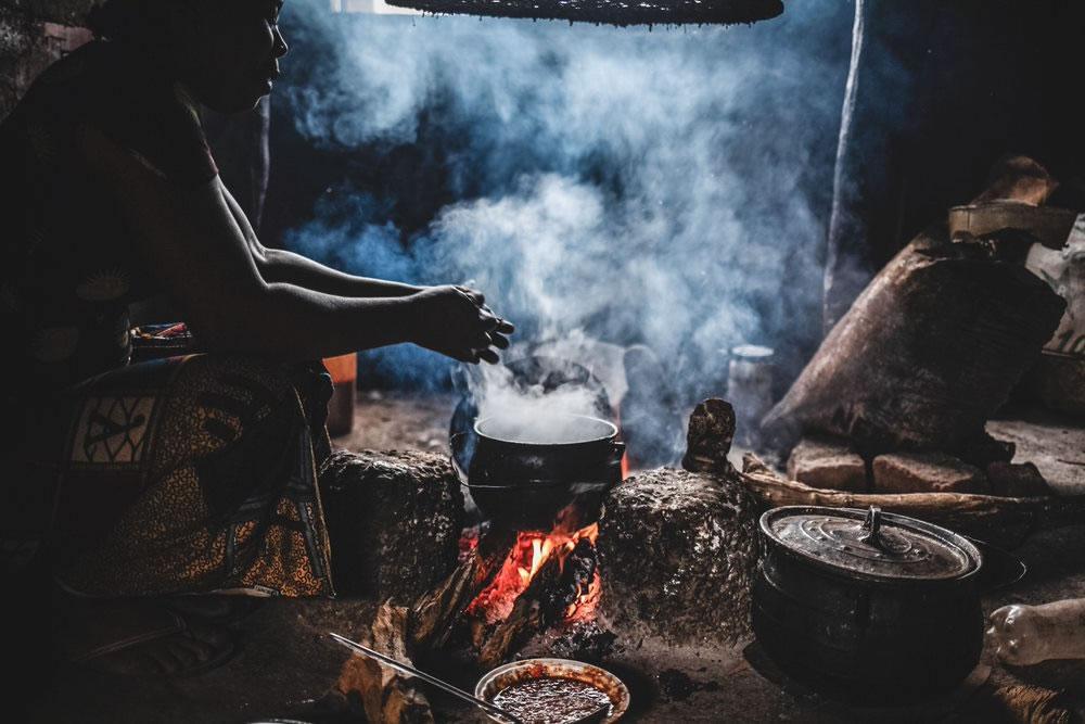 year-2020-04-nigeria-cook.jpg