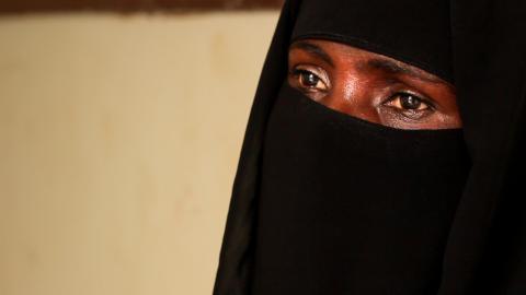 胡笙帶著她兩名孩子到醫院求醫,她指在戰事裡,連找奶給孩子們喝也有困難。© MSF