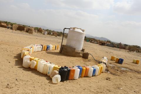 缺乏食水是葉門其中一個最嚴重的問題,在阿卜斯地區尤甚。